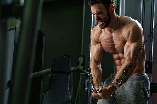 Проработка нижней части грудных мышц в кроссовере.