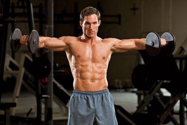 Тренирова плеч с гантелями