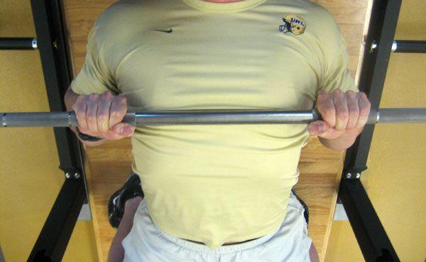 Гриф на середине груди