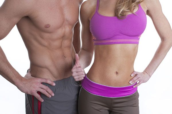 Мужчина и женщина с подтянутыми мышцами