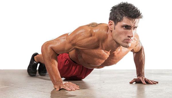 Силовая тренировка с собственным весом - отжимания.