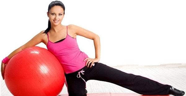 Упражнения на мяче для фитнеса
