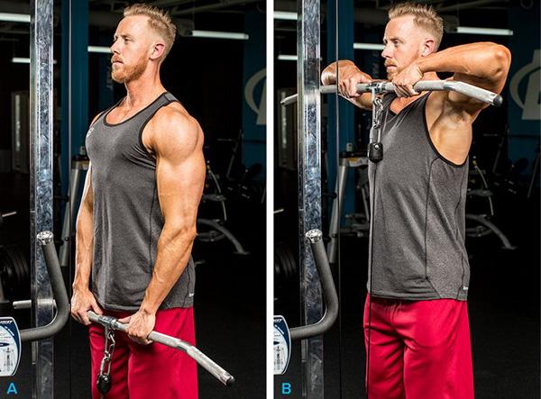 Выполнение упражнения тяга нижнего блока к подбородку