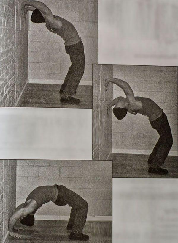 Спуск руками по стене