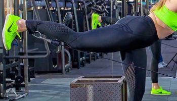 Отведение ноги назад в блочном тренажере (кроссовере)
