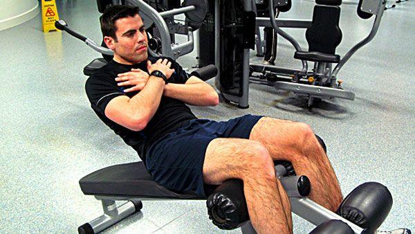Упражнение на наклонной скамье