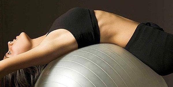 Расслабления спины на фитболе