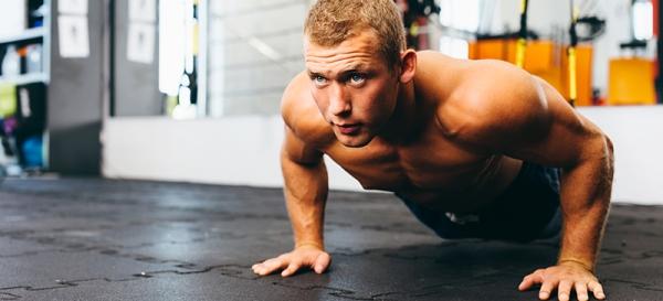 Тренировка мышц с помощью отжиманий