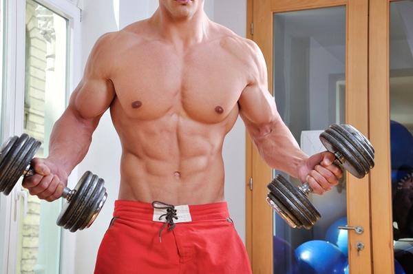Рельефные мышцы после тренировки