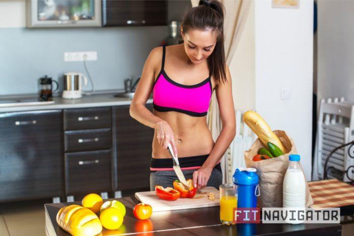 Девушка готовит правильную еду